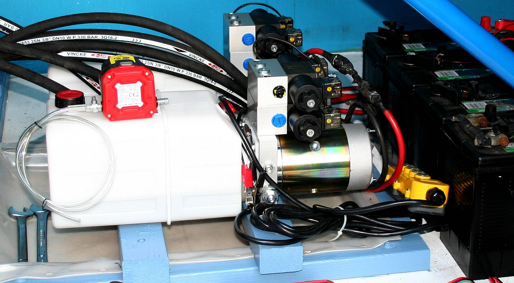Hydraulic power pack inside the Ford Transit van